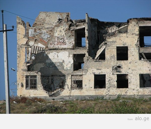32_ здание миротворцев_ расстрелянное грузинскими во