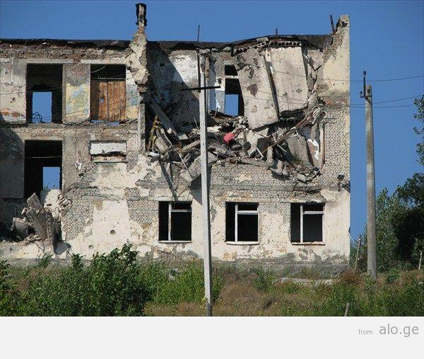 33_ здание миротворцев_ расстрелянное грузинскими во